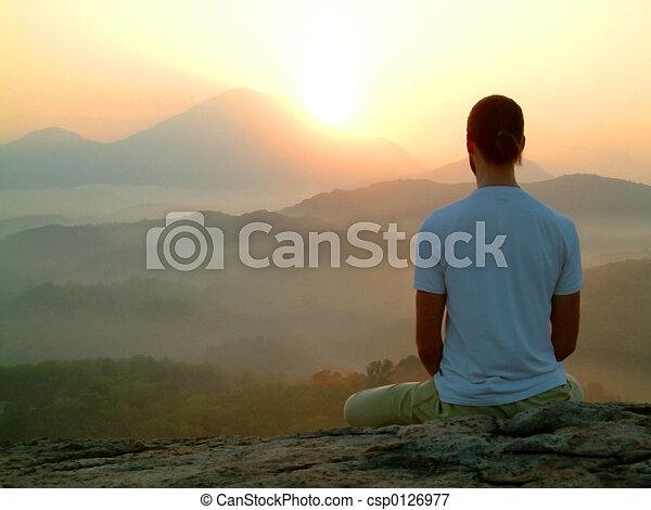 rozmyślanie, wschód słońca - csp0126977