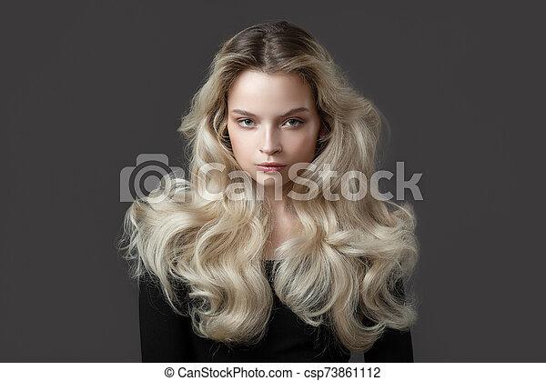 rubio, magnífico, hermoso, joven, hair., woman. - csp73861112
