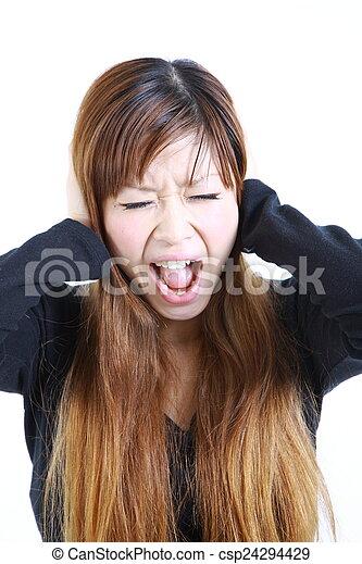 La mujer sufre de ruido - csp24294429