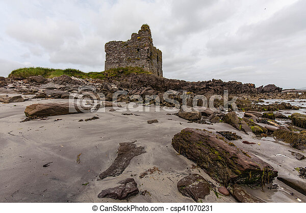 Ruin on the Ring of Kerry - csp41070231