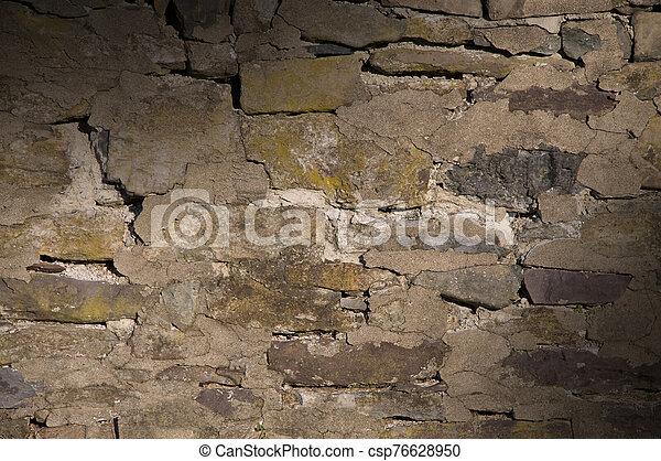 ruinoso, agrietado, albañilería, lit, pared, diagonalmente - csp76628950