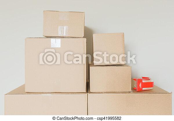 rum, ombyte, rutor, gripande, tom, packat - csp41995582