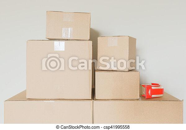 rum, ombyte, rutor, gripande, tom, packat - csp41995558