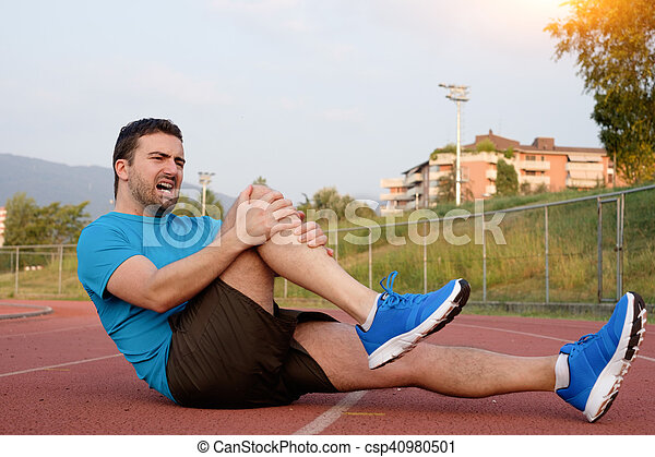Runner with injured knee on the track - csp40980501