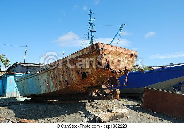 Rusting boat on the beach - csp1382223
