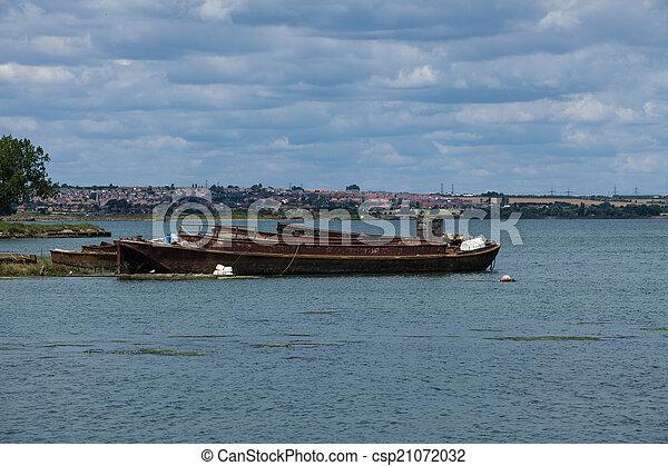 rusty old boat - csp21072032