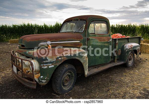 Rusty old classic truck - csp2857960