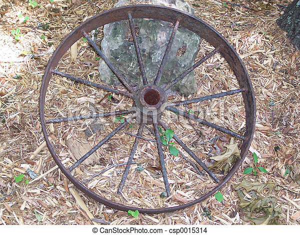 Rusty wagon wheel - csp0015314