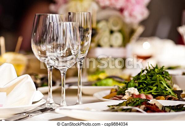 sätta, glasögon, tom, restaurang - csp9884034