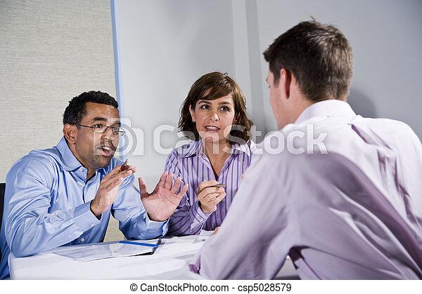 séance gens, mi-adulte, trois, table, réunion - csp5028579