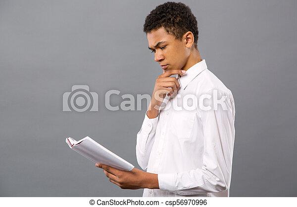 sério, homem, jovem, estudar - csp56970996