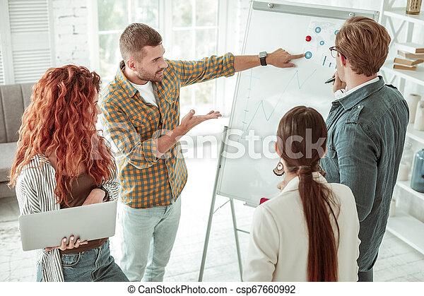 sério, whiteboard, jovem, apontar, homem - csp67660992
