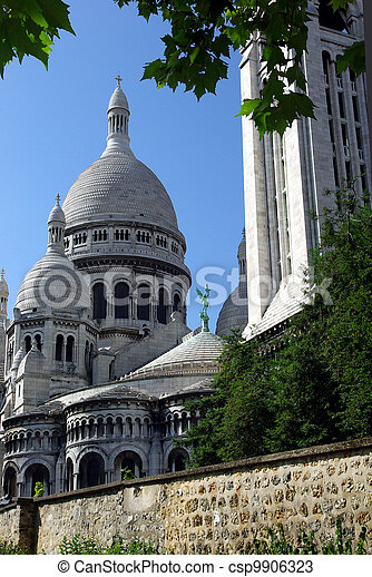 Sacr?-coeur. Vertical image of the sacr?-