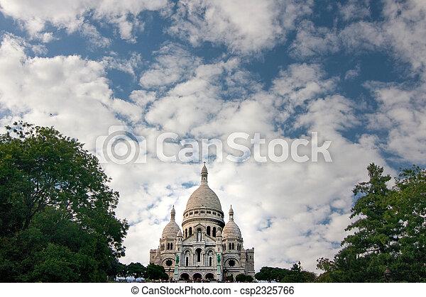 Sacre coeur con nubes - csp2325766