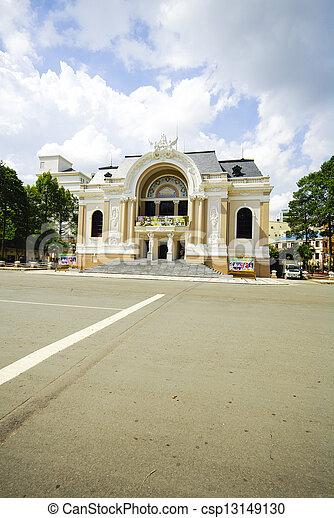 La ópera de Vietnam de Saigón con espacio en la calle - csp13149130