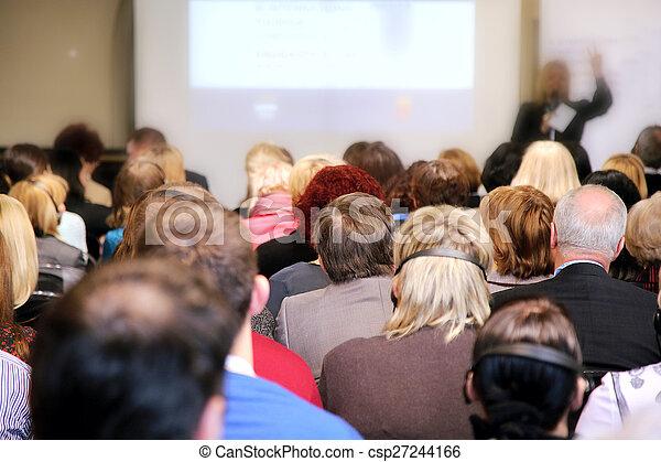 Gente en la sala de conferencias - csp27244166