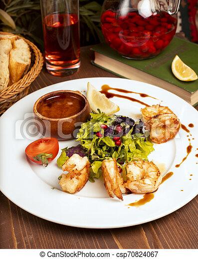 salade, citron, crevettes, tomates, sauce, vert, grillé, plaque., blanc, trempette - csp70824067
