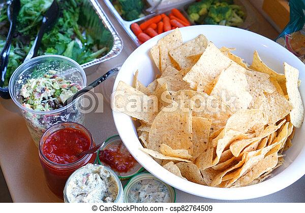 salade, sauce, chips, bol, légume, vert - csp82764509