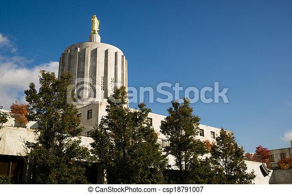 Salem Oregon Government Capital Building Downtown - csp18791007