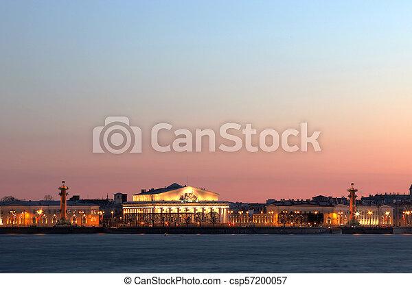 Vista en la saliva de la isla Vasilievsky en San Petersburgo, Rusia, Europa. - csp57200057