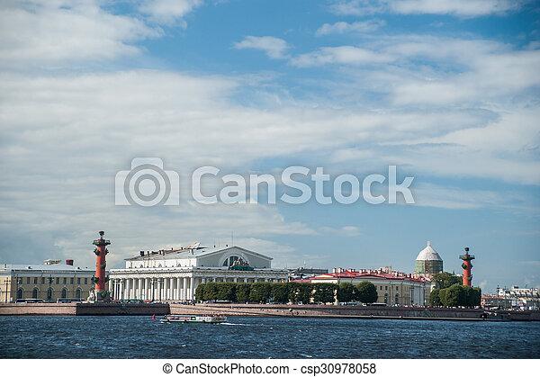 La saliva de la isla Vasilievsky en San Petersburgo, Rusia. - csp30978058