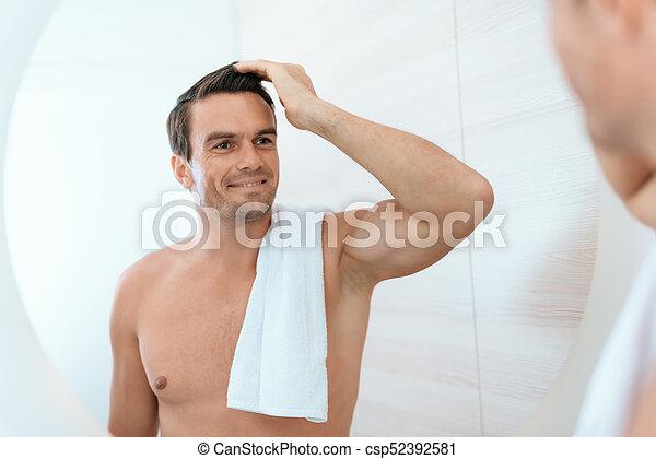 salle bains, lui-même, stands, matin, regarde, miroir., homme, smiles., il - csp52392581