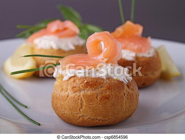 Un aperitivo de salmón - csp6854596