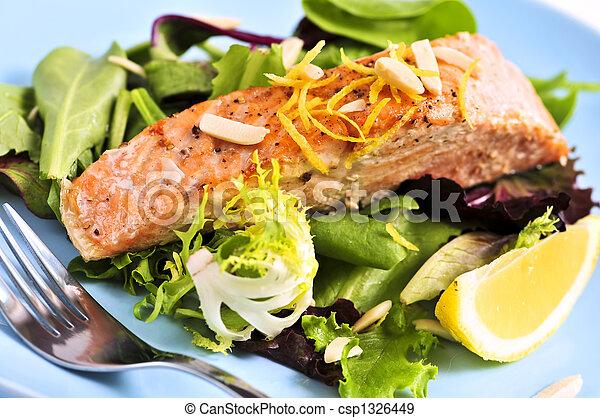 Ensalada con salmón asado - csp1326449