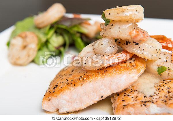 salmone, gamberetto - csp13912972