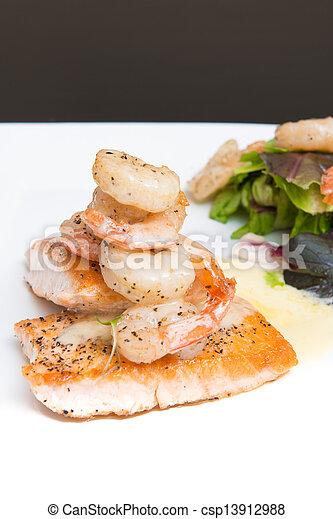 salmone, gamberetto - csp13912988