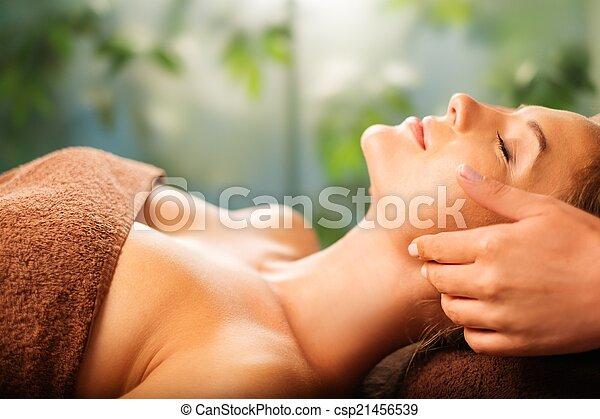 salone, donna, giovane, faccia, terme, detenere, massaggio - csp21456539