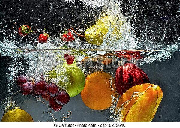 Fruta fresca salpica agua - csp10273640