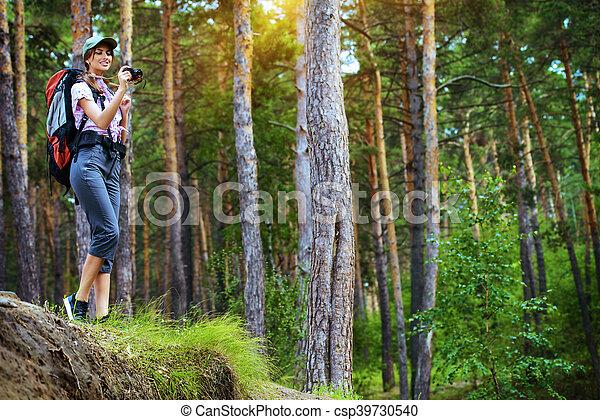 Explorar naturaleza salvaje - csp39730540