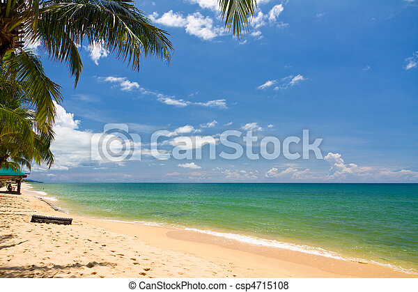 Sand beach with canoes in Phu Quoc close to Duong Dong, Vietnam - csp4715108