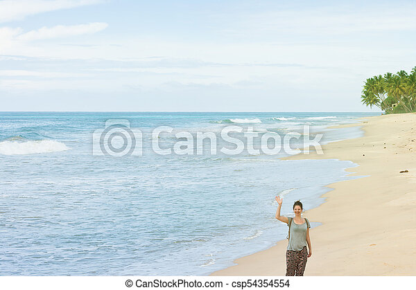 sandstrand, balapitiya, frau, sie, lanka, sri, -, hand, winkende , sandstrand - csp54354554
