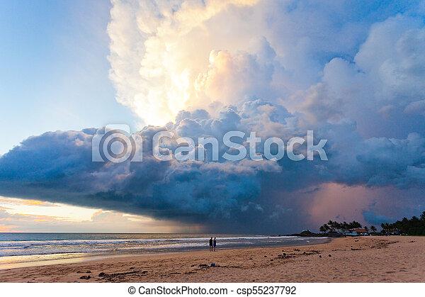 sandstrand, schwammerl, lanka, sri, -, ahungalla, wunderbar, sonnenuntergang, während, sandstrand, wolke - csp55237792