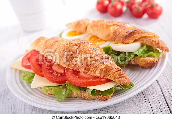 sandwich croissant - csp19065843