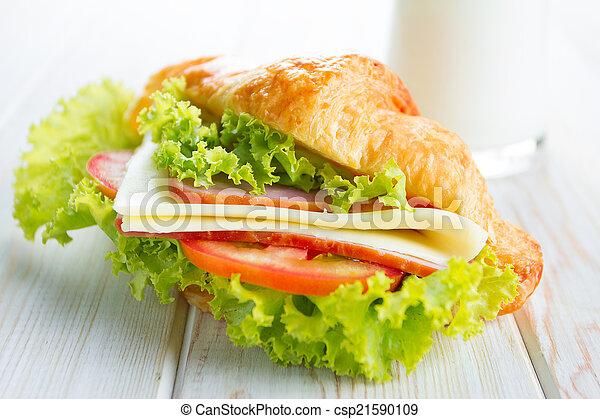 sandwich croissant - csp21590109