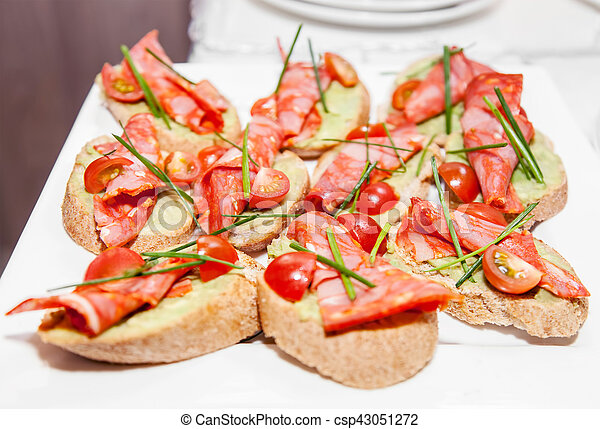 Sandwiches with ham and tomatoes - csp43051272