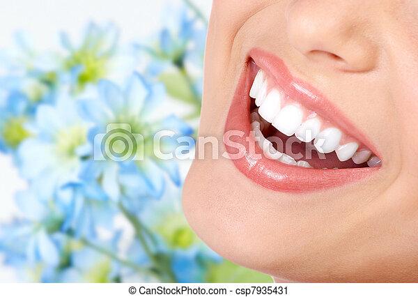 Sonrían y dientes sanos. - csp7935431
