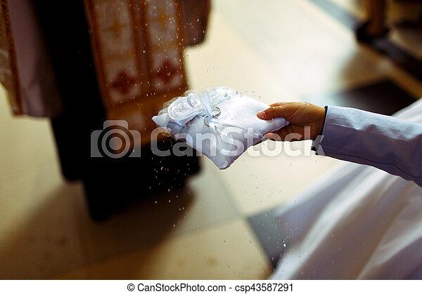 santissimo, anéis, água, padre, casório, blesses - csp43587291