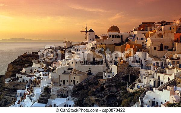 El pueblo de Oia, Santorini, Grecia - csp0870422