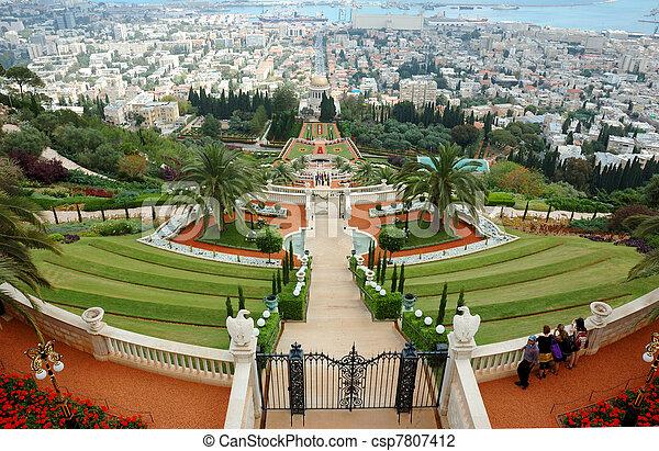 Famosos jardines de santuarios bahai, Israel - csp7807412