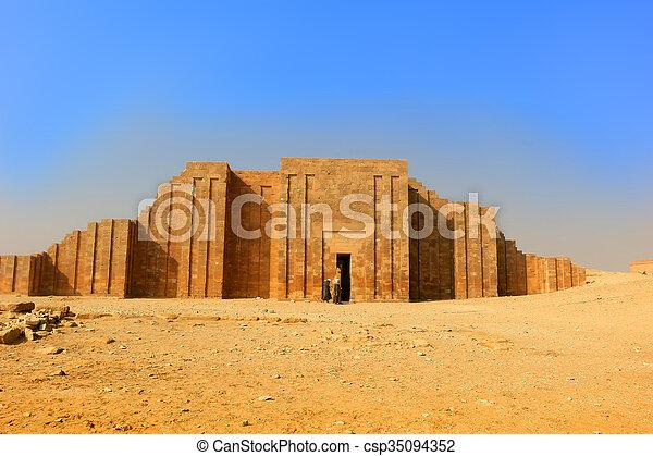 Entrada a Saqqara, Egipto - csp35094352