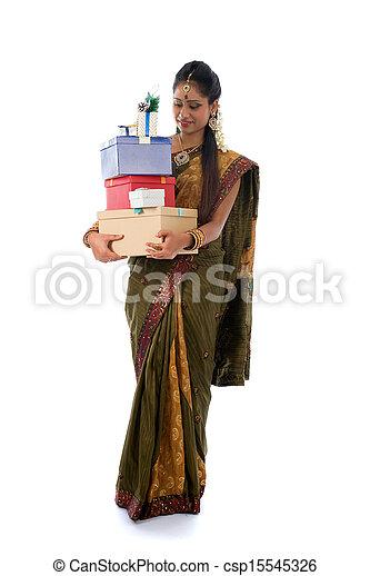 saree, femme, traditionnel, dons, tenue, portrait, sourire - csp15545326