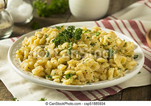 Sarriette Allemand Spaetzle Fait Maison Beurre Spaetzle Allemand Fait Maison Sauce Savoureuse Canstock