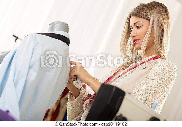 Tailoring con alfiler derecho - csp30119162