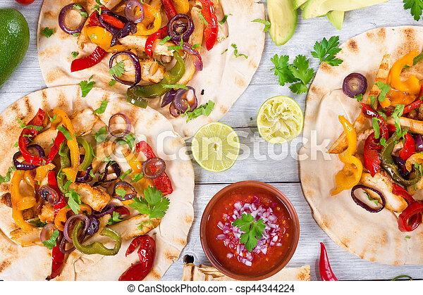 Sauce Legumes Fajitas Fait Maison Salsa Poulet Chaux Entiers Legumes Sommet Bois Lumieres Foyer Fond Fajitas Canstock