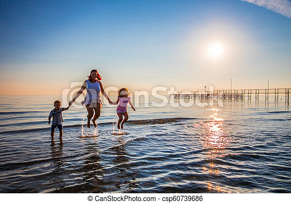 saut, fils, mer, elle, mère - csp60739686