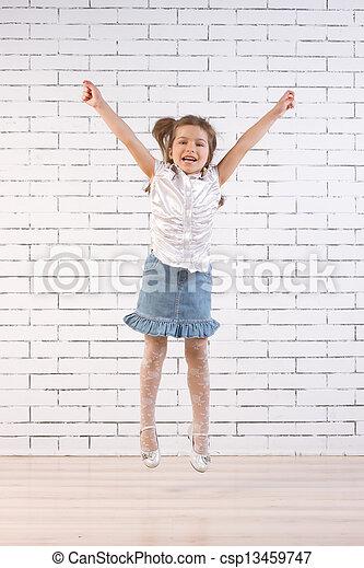 saut, petite fille - csp13459747